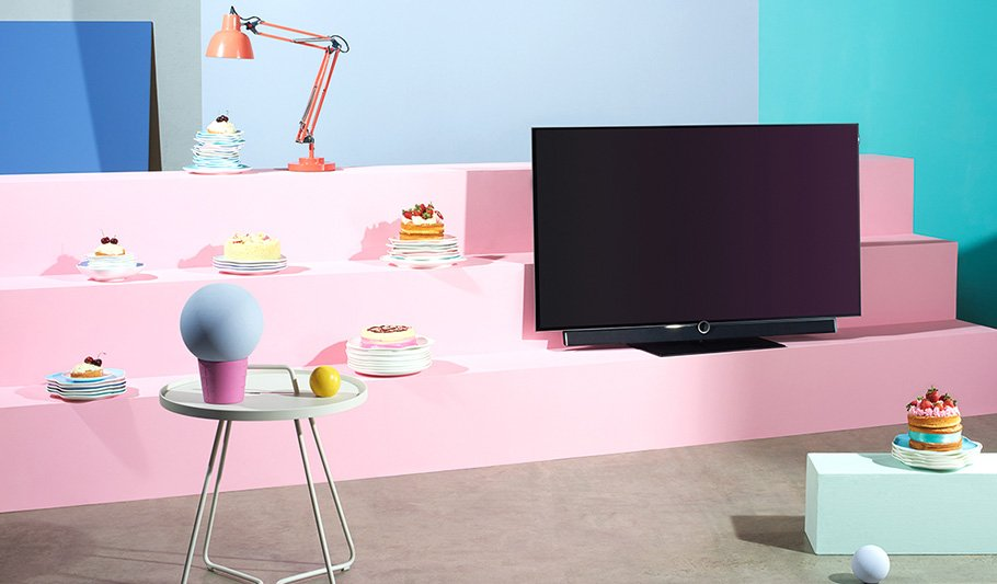 loewe ein pop up oled f r fernsehen wie auf anderem planeten. Black Bedroom Furniture Sets. Home Design Ideas