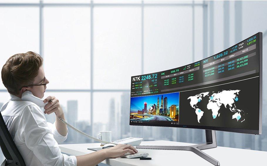 Zwei 16:9 Bildschirme in einem: Spielen kann man mit dem Samsung auch